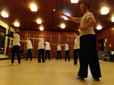 Cours de qigong en groupe